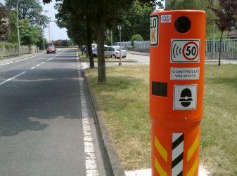 Autovelox, la multa non è valida se la strada è senza banchina