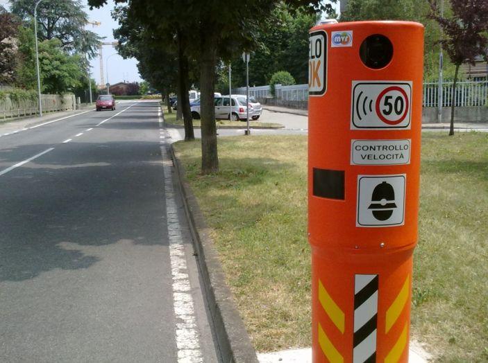 Autovelox, la multa non è valida se la strada è senza banchina - Foto 1 di 7