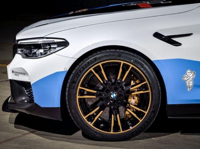 La nuova BMW M5 xDrive è Safety Car della MotoGP 2018 - Foto 14 di 16