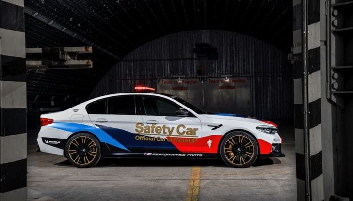 La nuova BMW M5 xDrive è Safety Car della MotoGP 2018 - Foto 12 di 16
