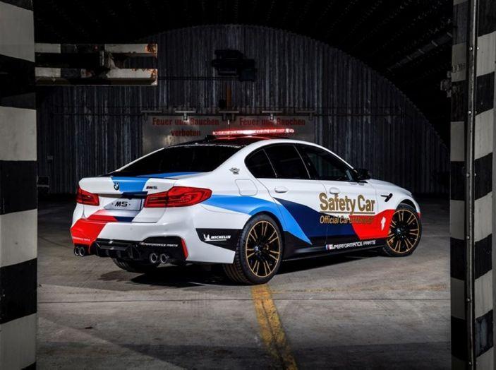 La nuova BMW M5 xDrive è Safety Car della MotoGP 2018 - Foto 4 di 16