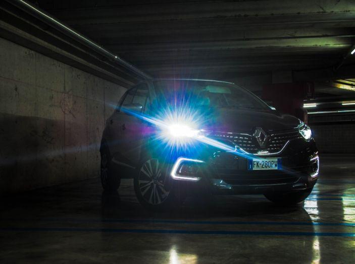 Prova su strada Renault Captur 2017: il crossover agile e spigliato - Foto 2 di 37