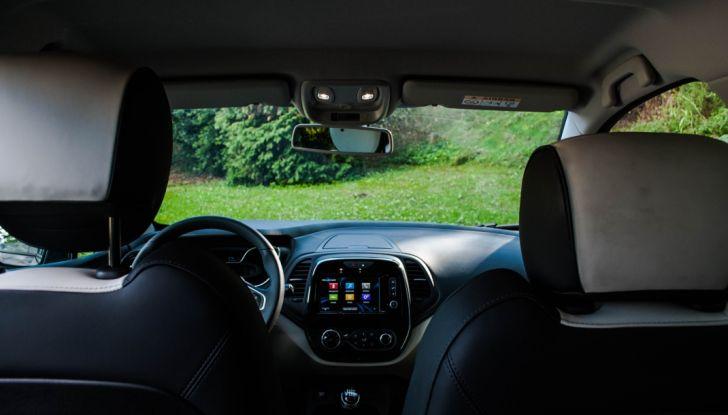Prova su strada Renault Captur 2017: il crossover agile e spigliato - Foto 19 di 37