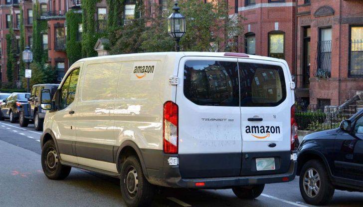 Furgoni e consegna merci, traffico in aumento a causa dell'e-commerce - Foto 1 di 9