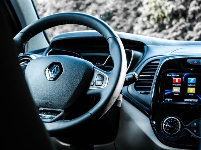 Prova su strada Renault Captur 2017: il crossover agile e spigliato - Foto 9 di 37