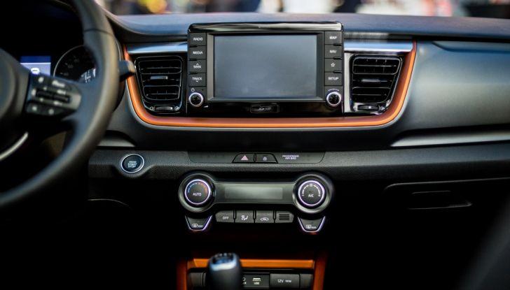 Kia Stonic: prova su strada, dotazioni e prezzi del crossover compatto - Foto 5 di 11