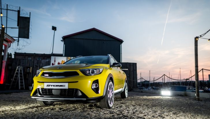 Kia Stonic: prova su strada, dotazioni e prezzi del crossover compatto - Foto 1 di 11