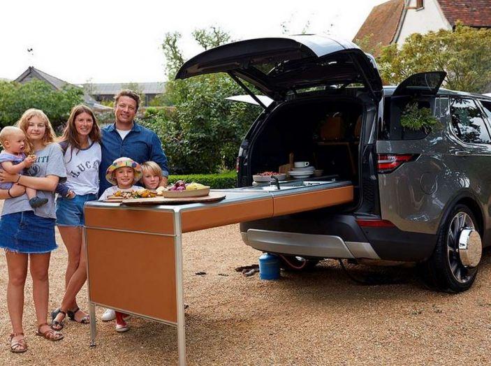 La Land Rover Discovery di Jamie Oliver è una cucina a 4 ruote - Foto 1 di 6