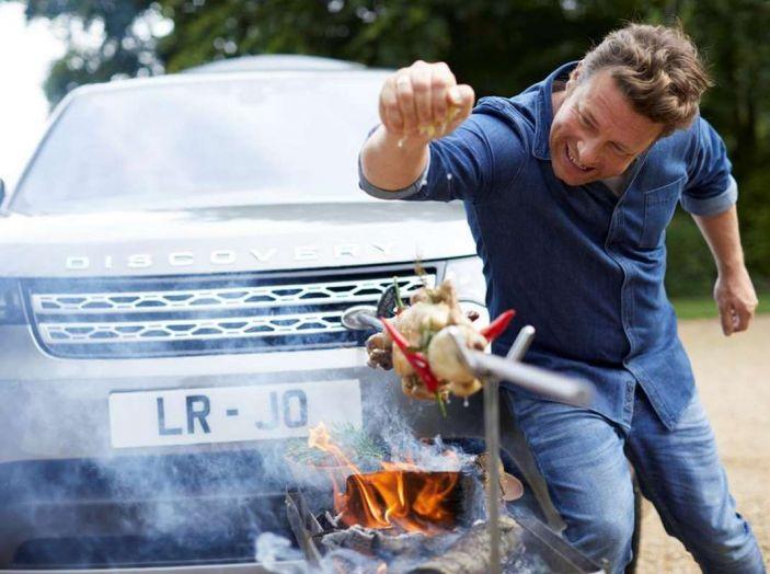 La Land Rover Discovery di Jamie Oliver è una cucina a 4 ruote - Foto 2 di 6