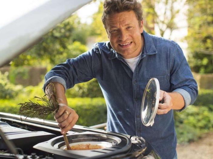 La Land Rover Discovery di Jamie Oliver è una cucina a 4 ruote - Foto 5 di 6