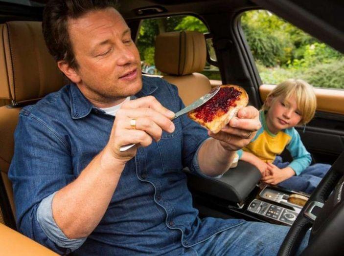 La Land Rover Discovery di Jamie Oliver è una cucina a 4 ruote - Foto 3 di 6
