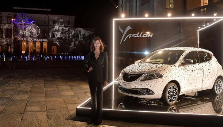 Lancia Ypsilon, la fashion car ruba la scena alla mostra di Peter Lindbergh - Foto 2 di 7