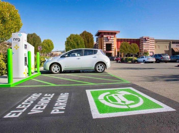 L'auto elettrica si potrà presto caricare al distributore di benzina - Foto 6 di 10