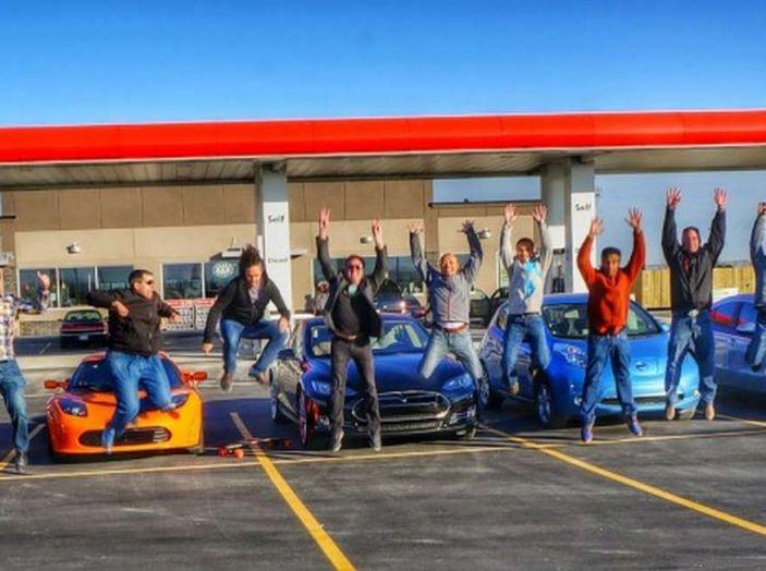 L'auto elettrica si potrà presto caricare al distributore di benzina - Foto 1 di 10