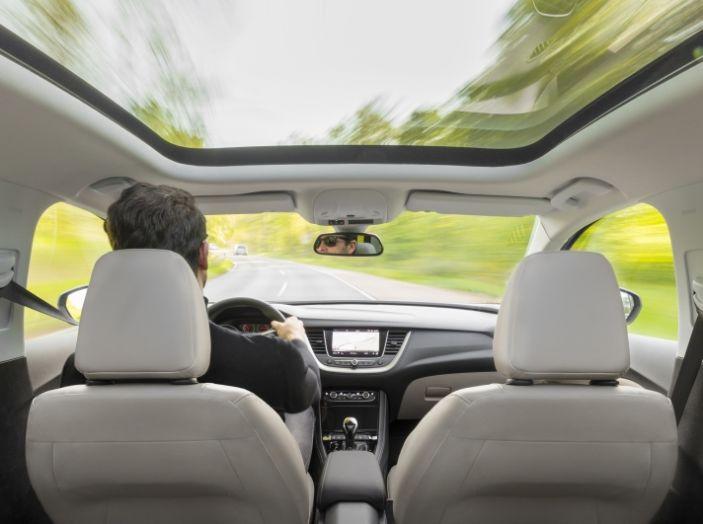 Opel Grandland X: test drive, caratteristiche e prezzi del crossover polivalente - Foto 18 di 25