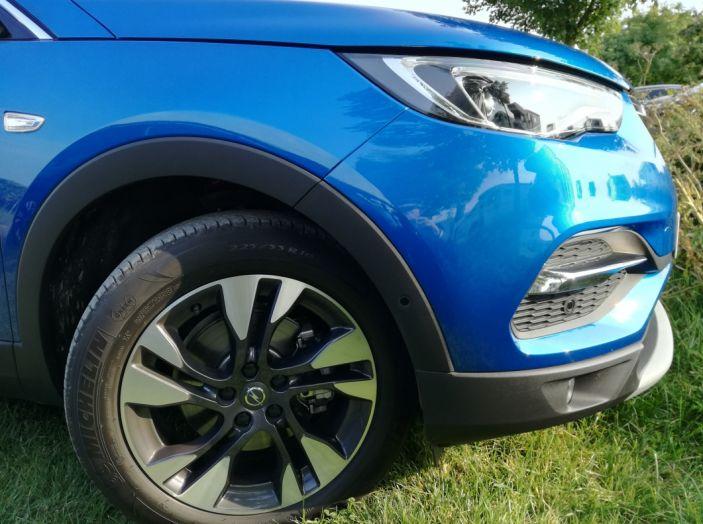 Opel Grandland X: test drive, caratteristiche e prezzi del crossover polivalente - Foto 13 di 25