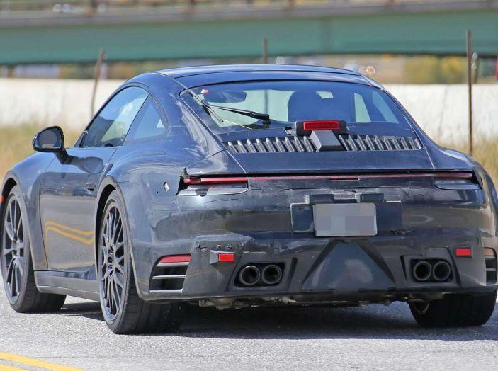 Porsche 911 2019, foto spia della futura generazione - Foto 10 di 12