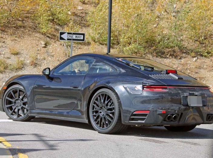 Porsche 911 2019, foto spia della futura generazione - Foto 5 di 12