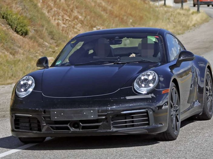 Porsche 911 2019, foto spia della futura generazione - Foto 8 di 12