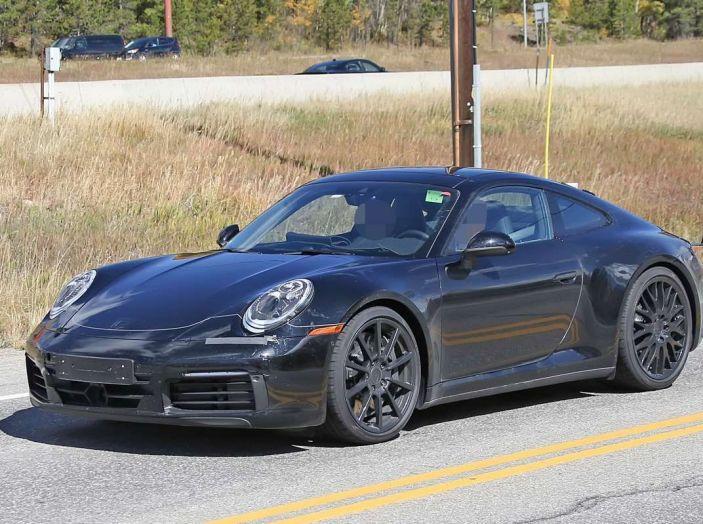 Porsche 911 2019, foto spia della futura generazione - Foto 1 di 12