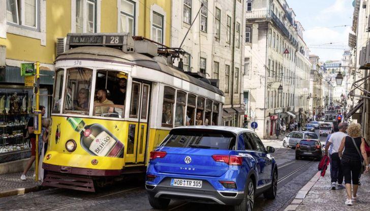 Volkswagen T-Roc e la nuova campagna social con Winnie Harlow - Foto 5 di 39