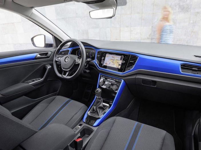Volkswagen T-Roc e la nuova campagna social con Winnie Harlow - Foto 11 di 39