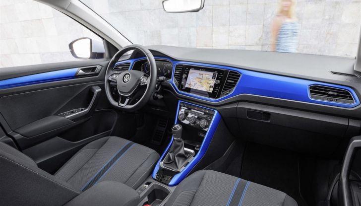 Volkswagen T-Roc 2017: prova su strada, caratteristiche e prestazioni - Foto 11 di 39