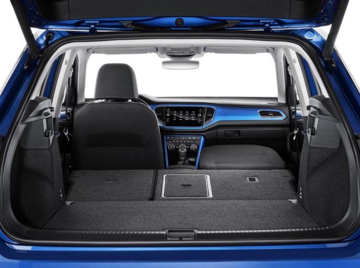 Volkswagen T-Roc e la nuova campagna social con Winnie Harlow - Foto 13 di 39