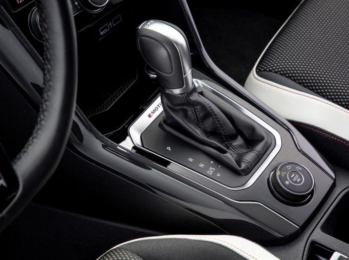 Volkswagen T-Roc 2017: prova su strada, caratteristiche e prestazioni - Foto 17 di 39