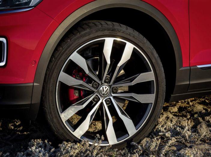 Volkswagen T-Roc e la nuova campagna social con Winnie Harlow - Foto 18 di 39