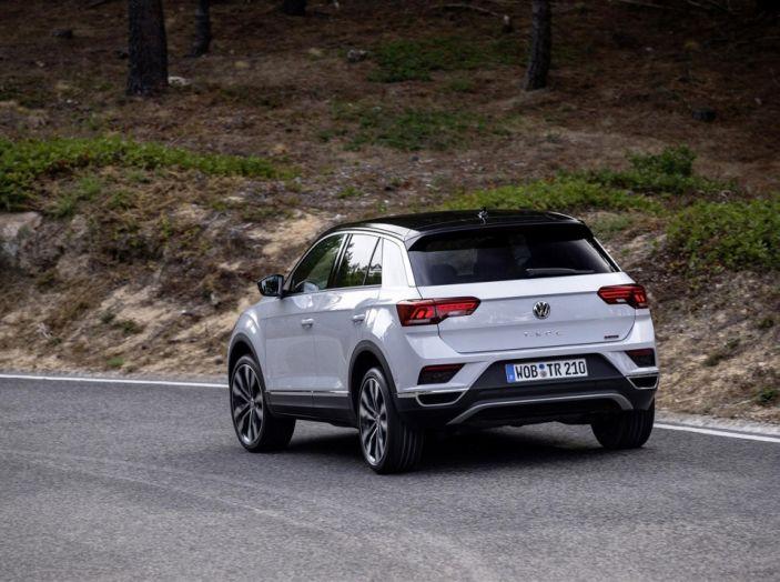 Volkswagen T-Roc 2017: prova su strada, caratteristiche e prestazioni - Foto 22 di 39