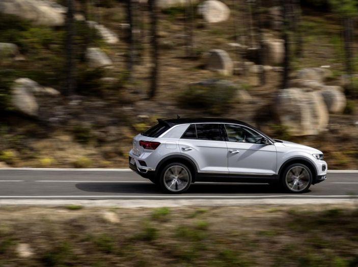 Volkswagen T-Roc 2017: prova su strada, caratteristiche e prestazioni - Foto 23 di 39
