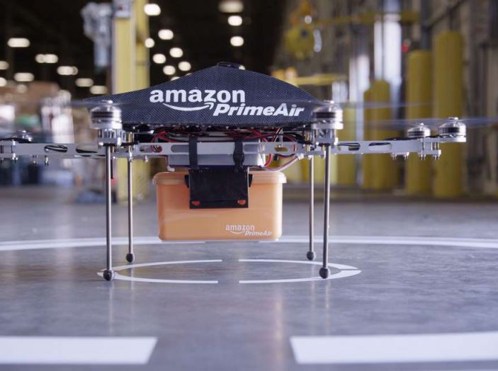 I droni Amazon ora caricano le auto elettriche in movimento - Foto 2 di 13