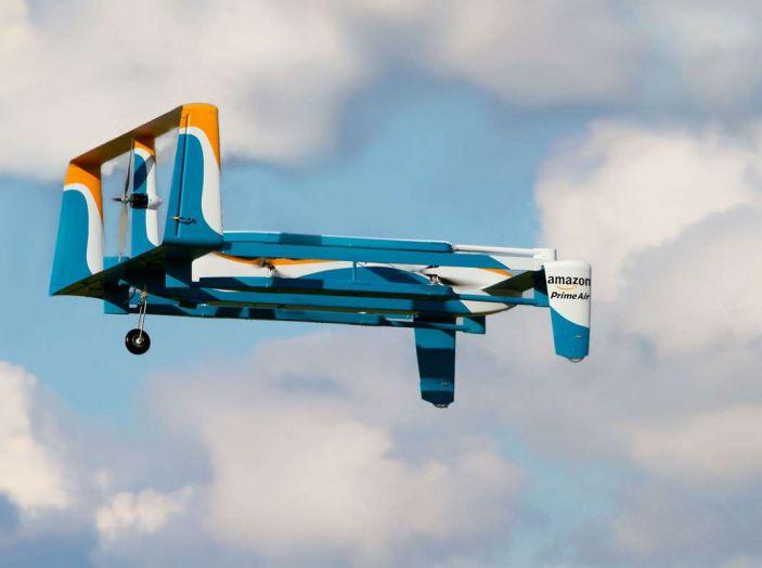 I droni Amazon ora caricano le auto elettriche in movimento - Foto 12 di 13