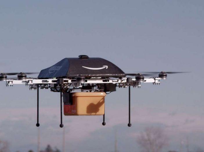 I droni Amazon ora caricano le auto elettriche in movimento - Foto 13 di 13