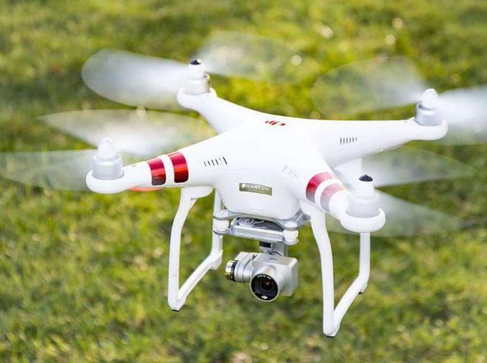 I droni Amazon ora caricano le auto elettriche in movimento - Foto 10 di 13