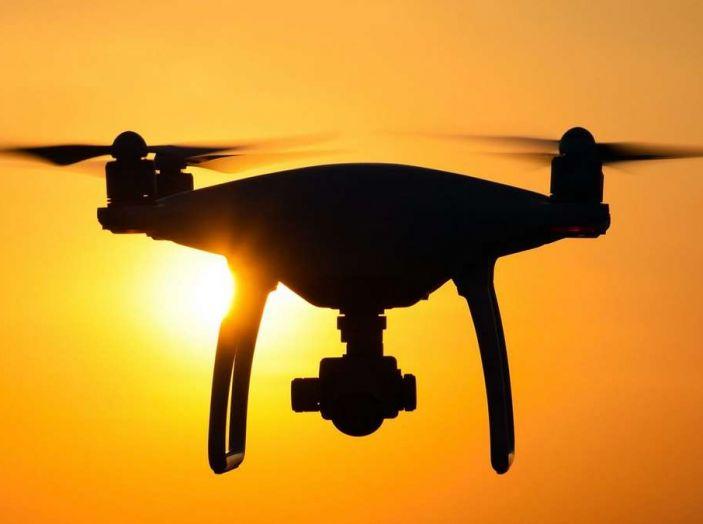 I droni Amazon ora caricano le auto elettriche in movimento - Foto 11 di 13