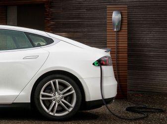 Le colonnine per l'auto elettrica sono obbligatorie per le case nuove