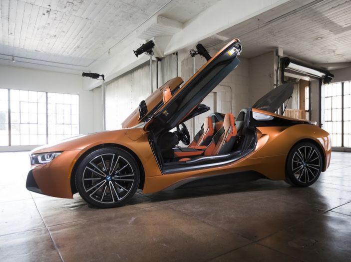 BMW i8 Roadster 2018: Caratteristiche, prezzi e prestazioni - Foto 19 di 38