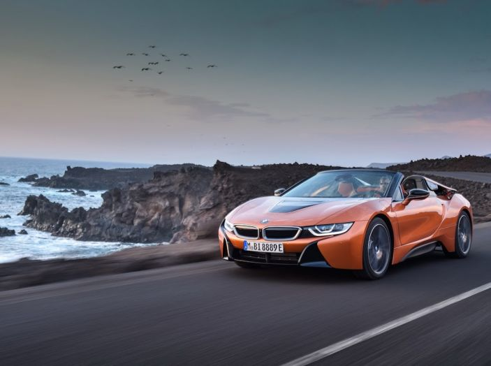 BMW i8 Roadster 2018: Caratteristiche, prezzi e prestazioni - Foto 1 di 38