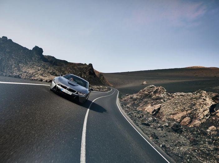BMW i8 Roadster 2018: Caratteristiche, prezzi e prestazioni - Foto 24 di 38