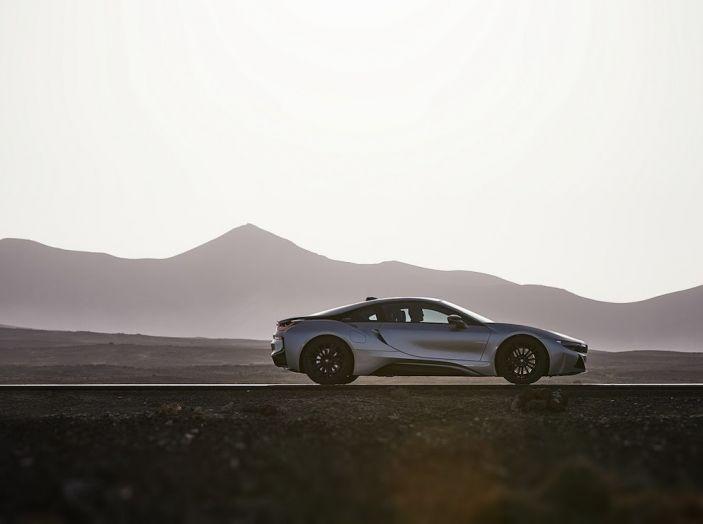 BMW i8 Roadster 2018: Caratteristiche, prezzi e prestazioni - Foto 25 di 38