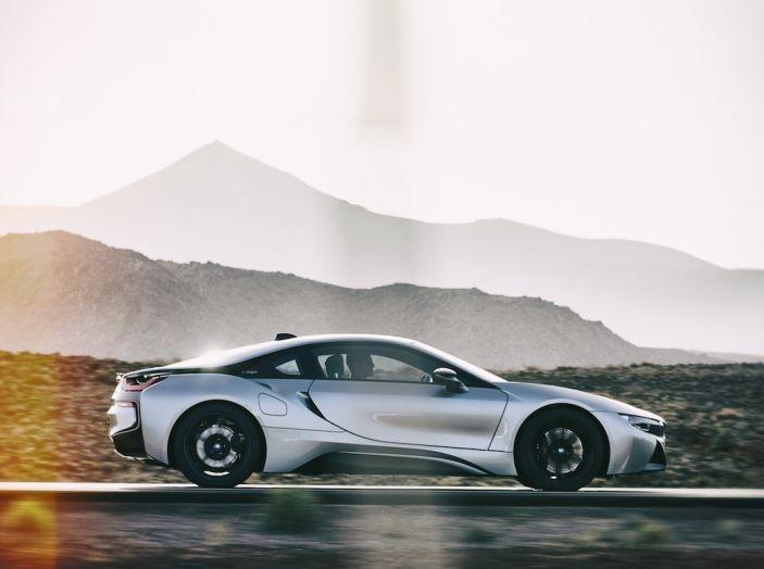 BMW i8 Roadster 2018: Caratteristiche, prezzi e prestazioni - Foto 26 di 38