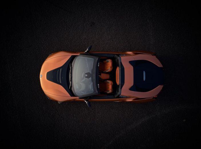 BMW i8 Roadster 2018: Caratteristiche, prezzi e prestazioni - Foto 32 di 38