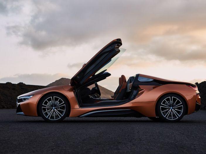 BMW i8 Roadster 2018: Caratteristiche, prezzi e prestazioni - Foto 36 di 38