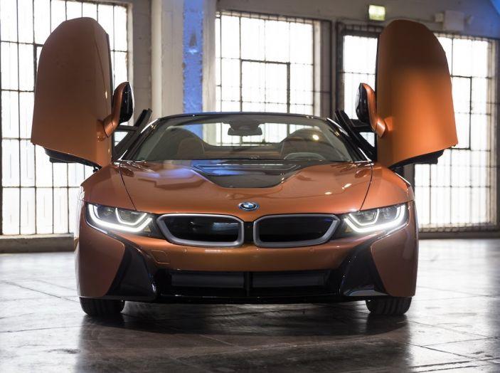 BMW i8 Roadster 2018: Caratteristiche, prezzi e prestazioni - Foto 8 di 38