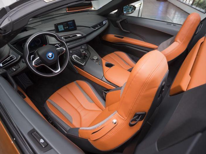 BMW i8 Roadster 2018: Caratteristiche, prezzi e prestazioni - Foto 13 di 38