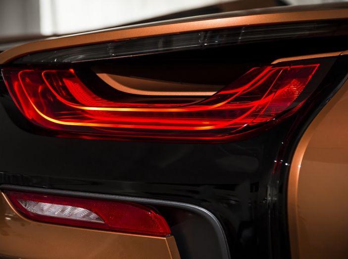 BMW i8 Roadster 2018: Caratteristiche, prezzi e prestazioni - Foto 16 di 38