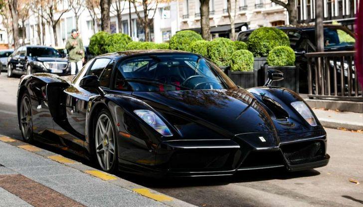 Metà moto, metà Ferrari Enzo: il risultato è un disastro - Foto 1 di 10