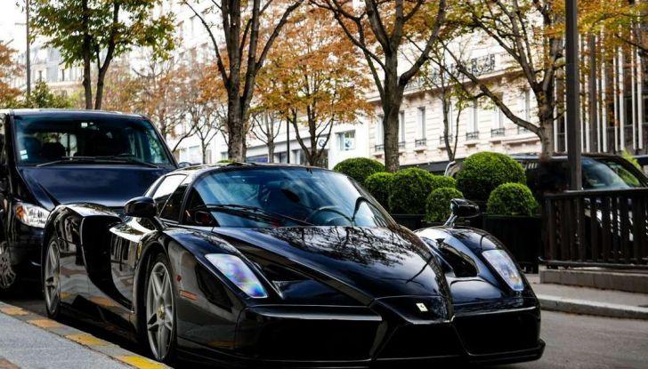 Metà moto, metà Ferrari Enzo: il risultato è un disastro - Foto 2 di 10